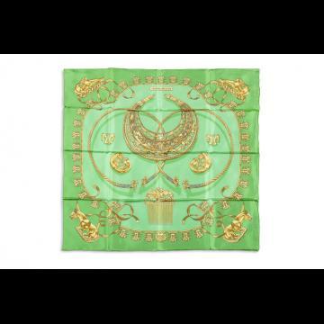 Carré en soie Hermès (Lot n°53) - Bijoux, Montres   Mode - Ventes ... cb82beb0e2c